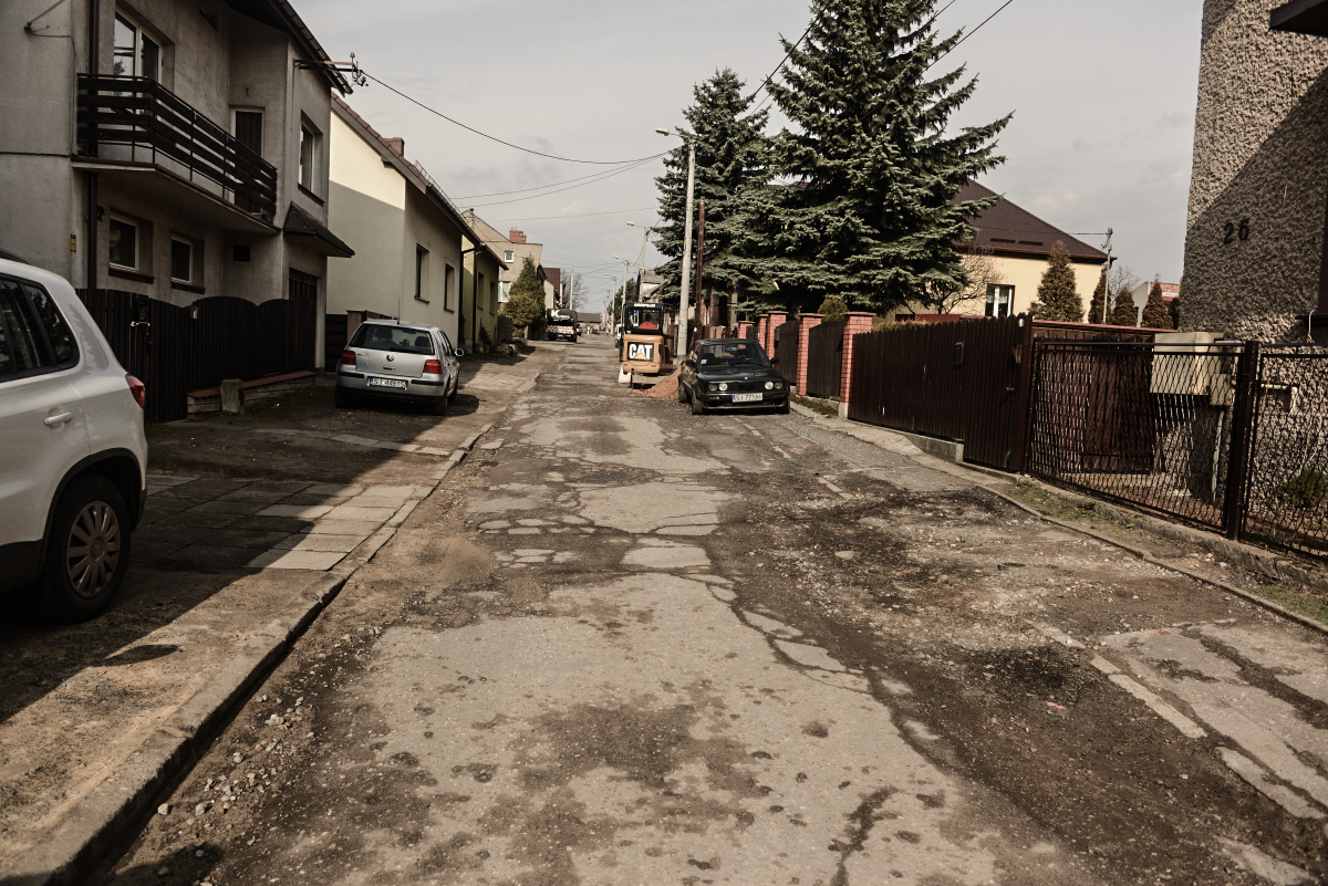 Ulica Polowa czeka na remont.