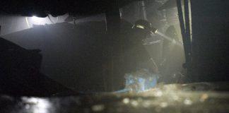 Górnik w kopalni.